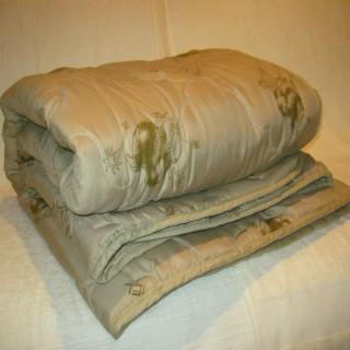 """Одеяло """"Пирамида""""из верблюжьего волокна в п/э"""